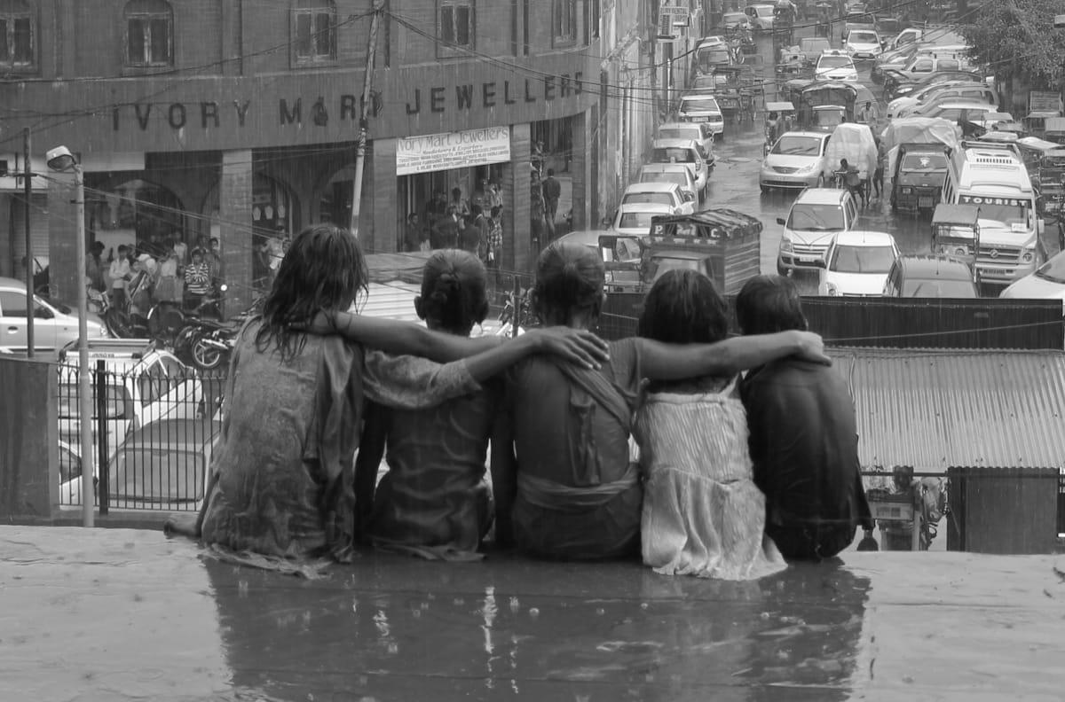 India girls rain friendship
