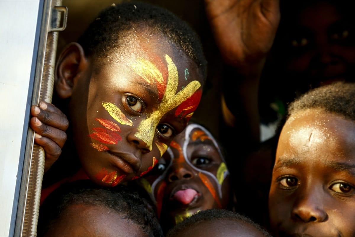 Sudan kids paint face