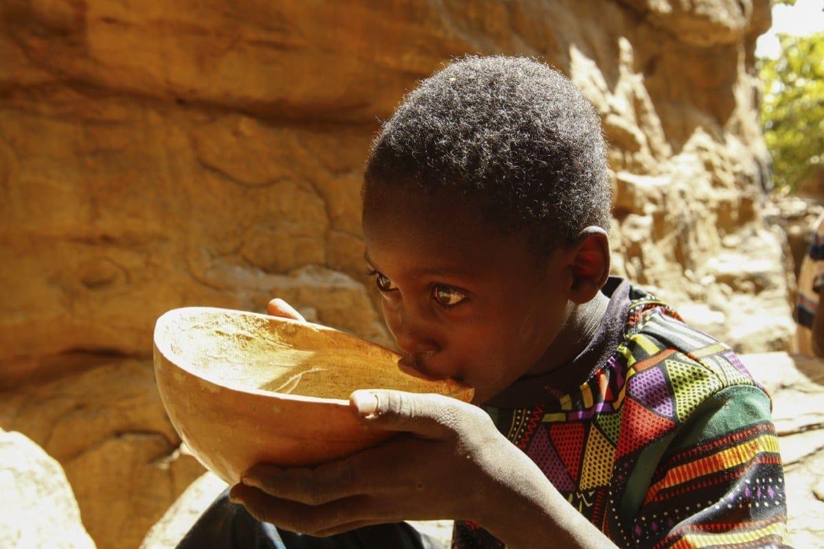Mali thursty boy water