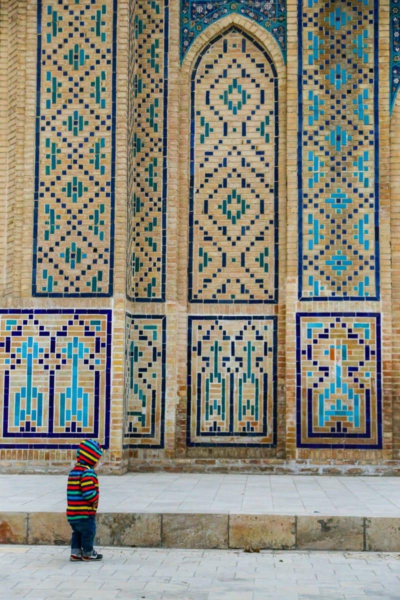 Uzbekistan mausoleum kid