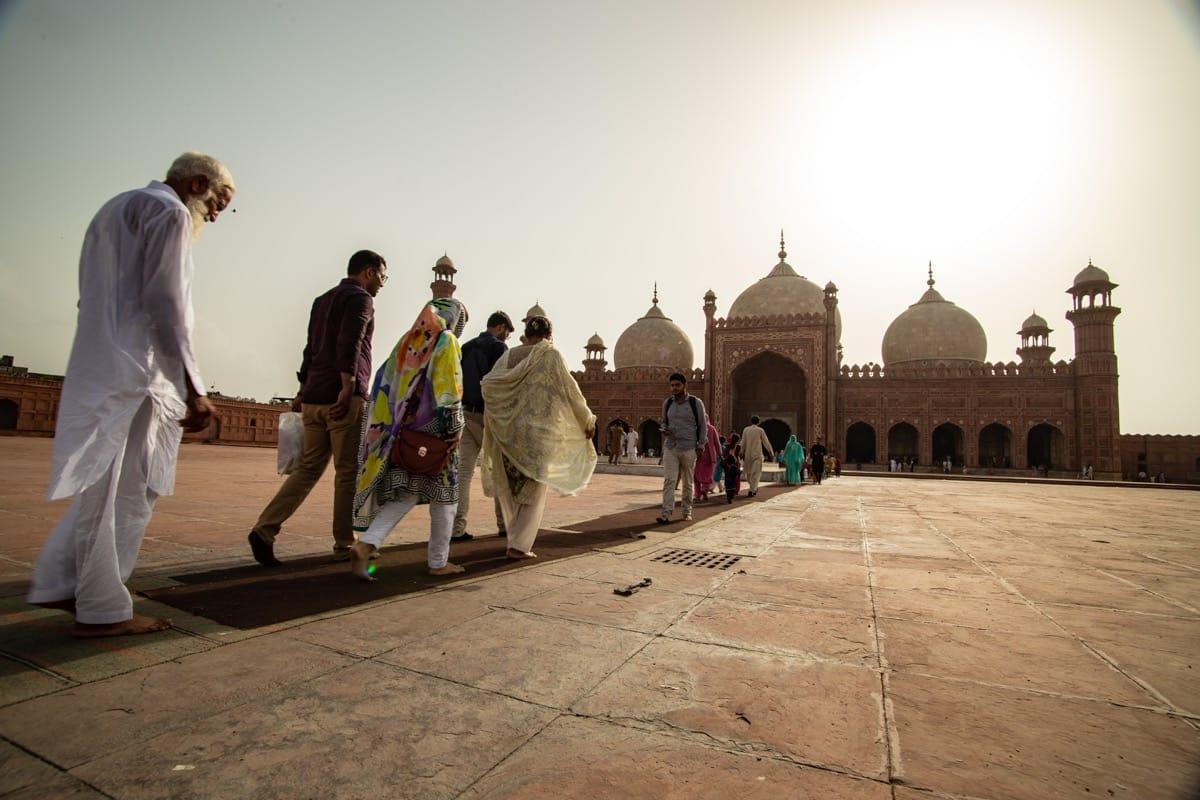 Pakistan Lahore mosque pray