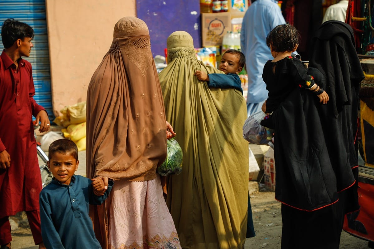 Pakistan women burqa