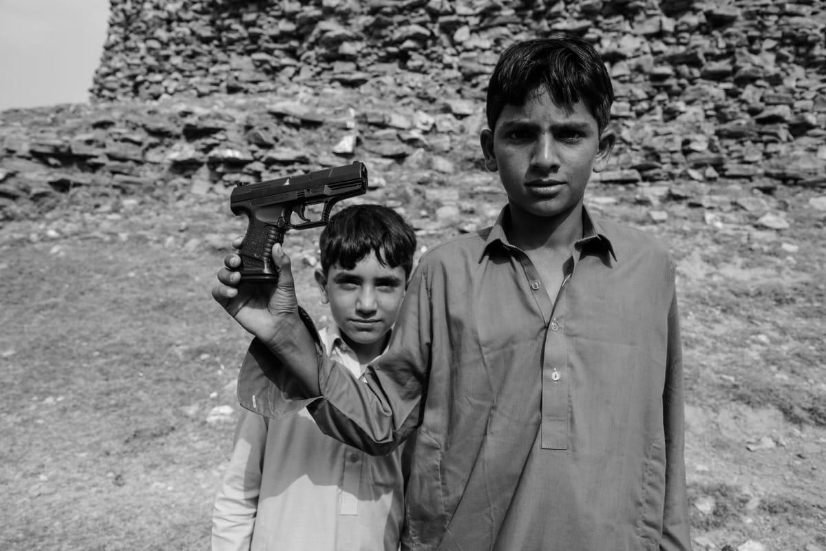 Pakistan boys gun