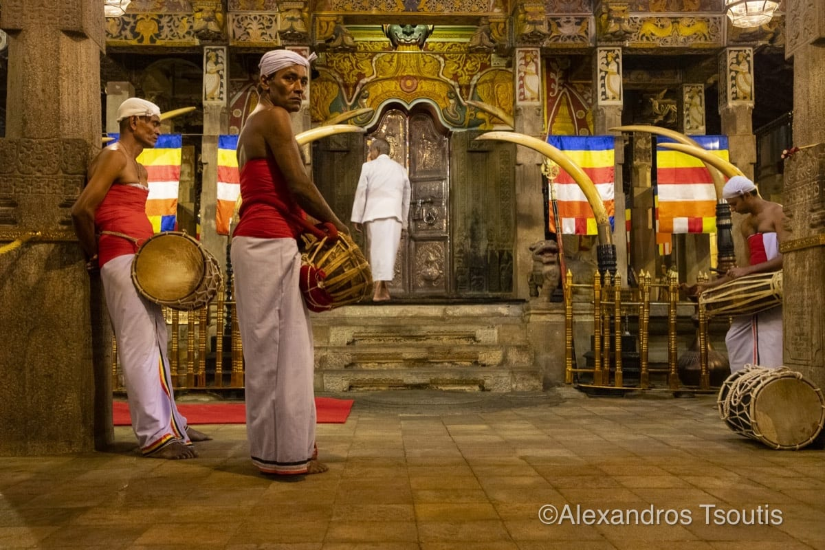 Sri Lanka Buddha tooth relic temple