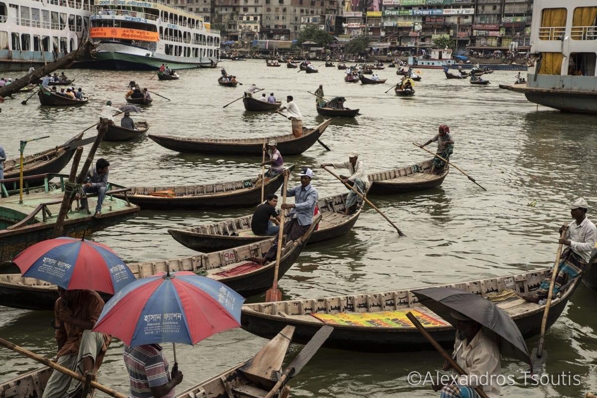 Bangladesh boatmen river