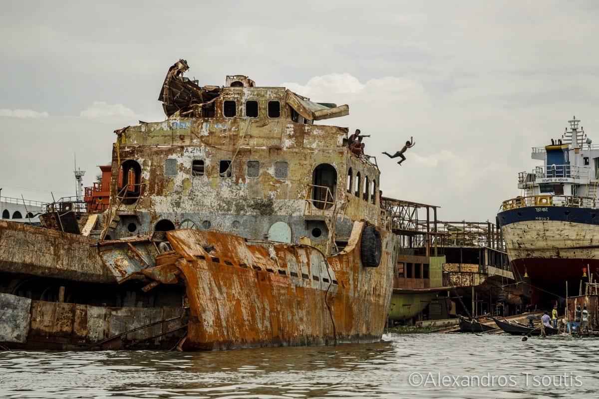 Bangladesh ship dive